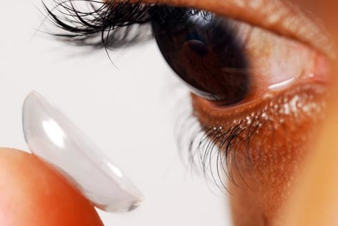 getty_rm_photo_of_man_inserting_contacts